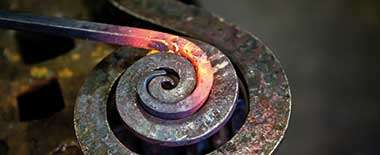KUN_kunstsmid_Forging-the_iron_iStock-181129031_380x155.jpg